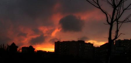 dark glowering clouds giving way to a beautiful sunrise - 28 December 2003 - click to enlarge